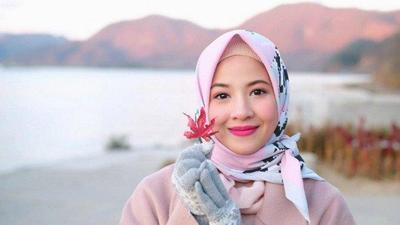 5 Gaya Hijab Natasha Rizki, Bikin Bumil Makin Terlihat Stylish!