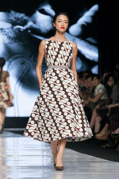 Tegas dengan Model Dress Batik Sleeveless