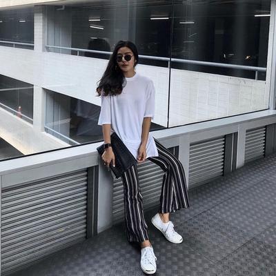Baju Putih Polos dengan Stripe Pants