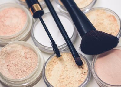 Cara Makeup Sederhana ala Beauty Vlogger, Cocok untuk Berbagai Acara!