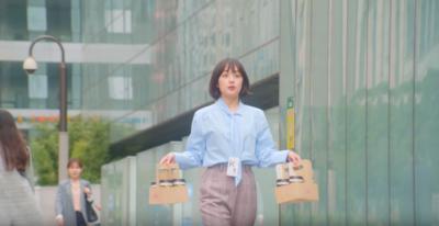 Mau Tampil Glowing di Tempat Kerja? Contek 5 Inspirasi Fashion ala Kang Yuna Ini Aja!