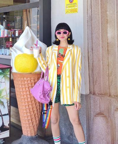 Tak Hanya Unik, 5 Gaya Perpaduan Warna Kuning Ala Diana Rikasari Membuatmu Stay Young!