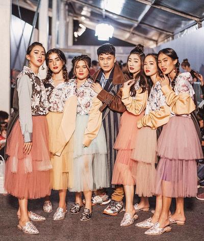 6 Desainer Sering Pamer Karya di Fashion Show Internasional, Sukses Bikin Bangga Indonesia!