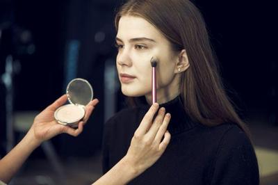Tak Perlu Langsung Banyak, Siapkan Alat Make Up Ini untuk Memulai Profesi Jadi MUA