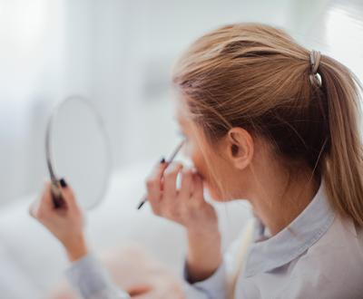 Ini Dia Tips Mudah Memakai Eyeliner yang Bikin Mata Kamu Makin Indah!