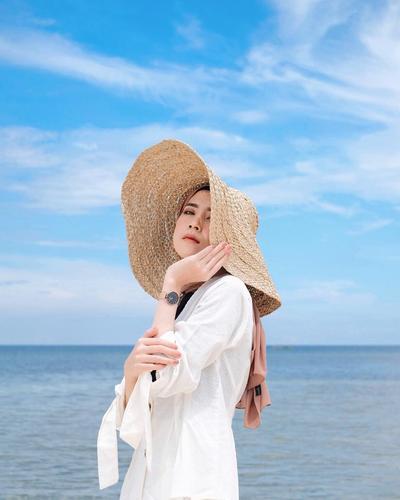 Pilihan Model Atasan dan Rok yang Cocok untuk OOTD Hijab ke Pantai dan Instagramable Abis!