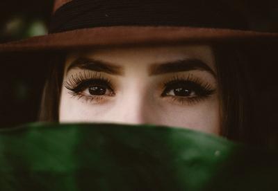 6 Trik Ampuh Membuat Bulu Matamu Lentik Tanpa Extension!