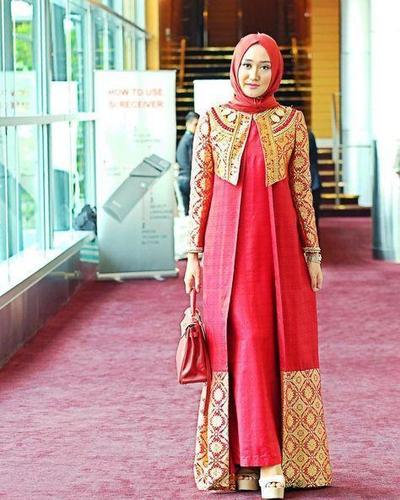 Hijab Warna Merah Hati