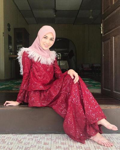 Hijab Warna Merah Muda