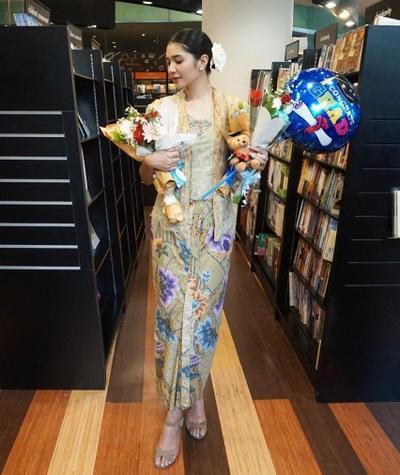 Style Artis Indonesia Saat Wisuda - Mikha Tembayong