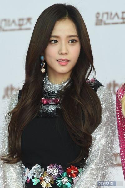 Style rambut Jisoo Blackpink - Side Hair
