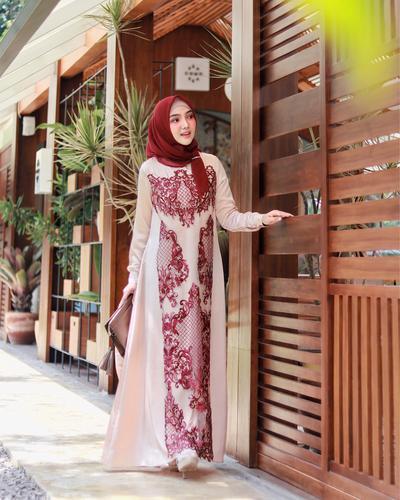 Hijab Warna Merah Marun