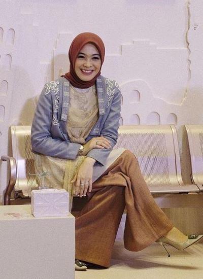 Hijab Warna Merah Bata