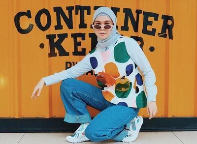 Tak Melulu Bergaya Feminin, Kamu Bisa Tetap Percaya Diri dengan Tutorial Hijab Bergaya Tomboy Ini