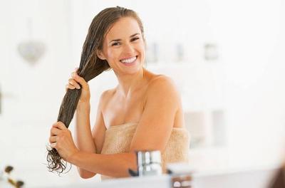 1. Terlalu Banyak Memakai Conditioner Rambut