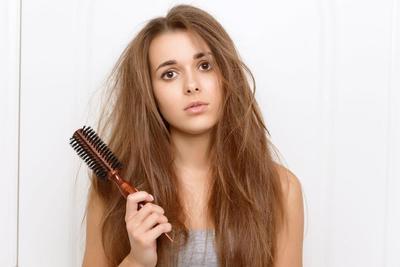 4. Tidak Menyisir Saat Memakai Conditioner Rambut