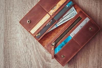[FORUM] mau beli kado buat temen, bagusnya dompet model apa ya?