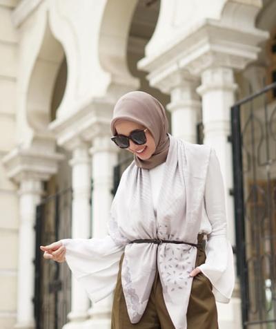 Bongkar Cara Memakai Hijab Segiempat Ala Laudya Cynthia Bella yang Super Rapi dan Jadi Inspirasi