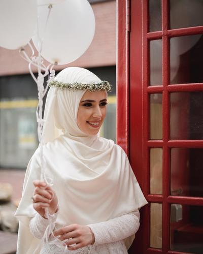 Ingin Tampil Cantik dan Elegan di Hari Pernikahanmu? Kenakan Gaun Pengantin Muslimah Syar'i yang Menginspirasi Ini!