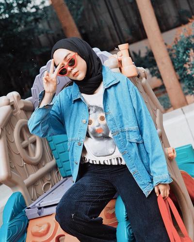 Bosan Tampil Feminim? Contek 5 OOTD Hijab Athleisure Intan Khasanah!