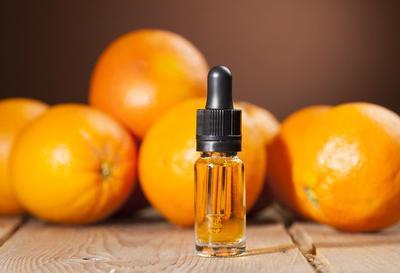 Pagi atau Malam? Kapan Waktu Terbaik untuk Menggunakan Serum Vitamin C?