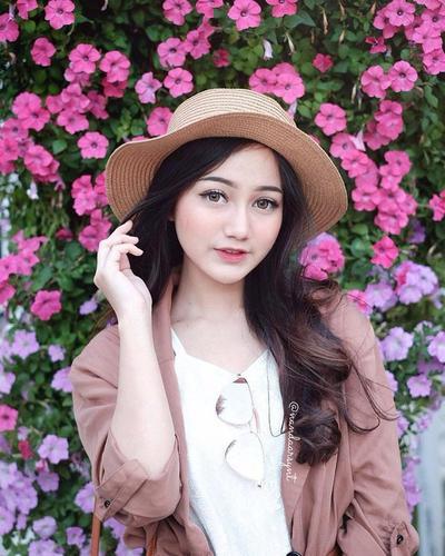 Ladies, Penasaran dengan Cara Memutihkan Badan ala Beauty Vlogger Nanda Arsyinta?  Ini Dia Rahasianya!