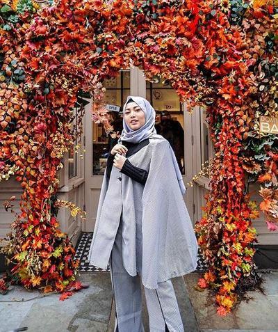 Style Hijab Warna Monochrome
