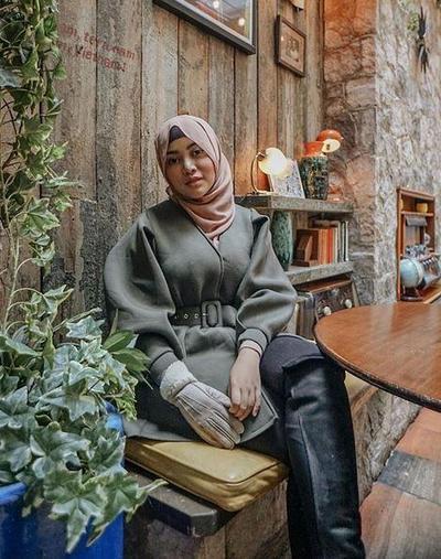Style Hijab Nude dan Monochrome
