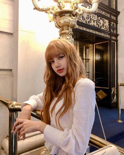 Biar Hits Bak Cewek Korea, Intip Nih Deretan Model Rambut Lisa Blackpink