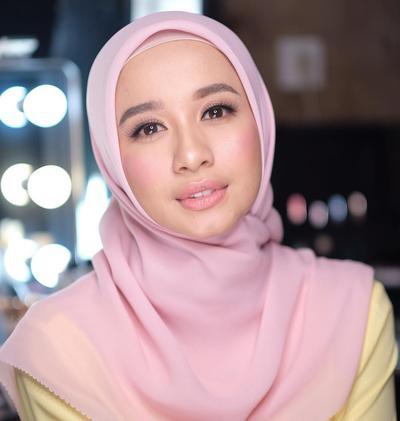 Biar Ketularan Cantik, Contek Look Hijab Ala Laudya Cynthia Bella!