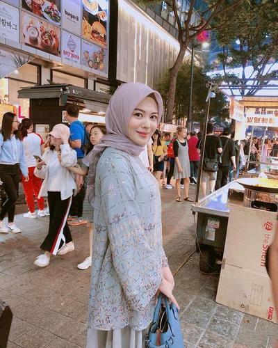 Setelah Jadi Mualaf, Begini Gaya Fashion Ayana Moon Selebgram Asal Korea Selatan