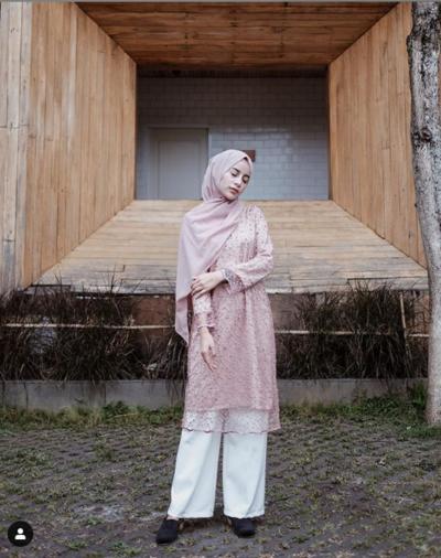 1. Model Kebaya Hijab Classy