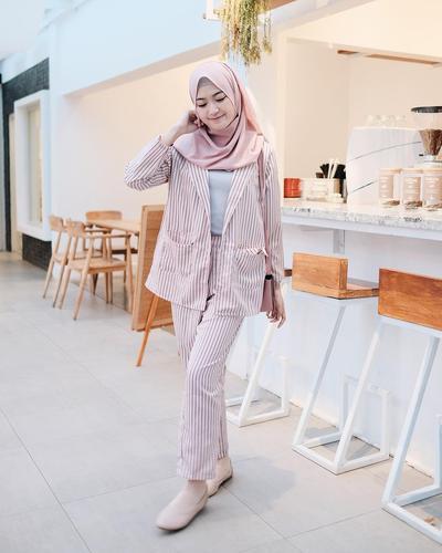 5 Blazer Wanita yang Super Stylish dan Kece ala Hijab Influencer Indonesia!