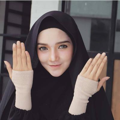 Pernah Dengar Handsock? Ini Lho Bermacam Jenisnya Untuk Hijabers!