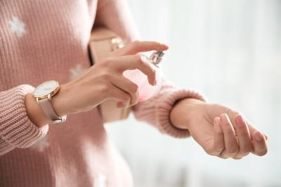 Segar dan Gak Nyegrak, Catat 5 Rekomendasi Parfum Wanita di Bawah 100 Ribu!