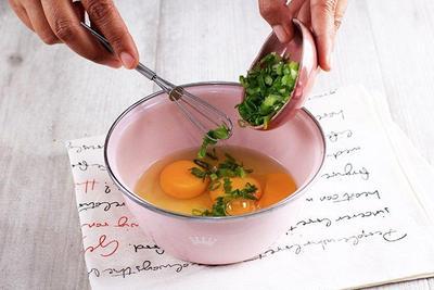 Campurkan Semua Bahan Martabak Telur