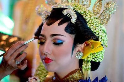 Dari Jawa Sampai India, Ini Lho Tutorial Make Up Pengantin yang Bisa Jadi Inspirasi!
