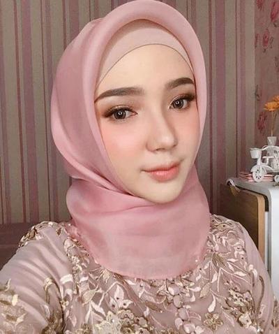 Ini Dia Tutorial Hijab Segi Empat untuk ke Pesta Pernikahan! Bikin Tampilanmu Makin Stylish dan Modis