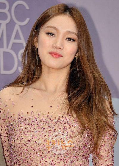 Deretan Peralatan Makeup Cewek Korea yang Bikin Wajah Flawless Setiap Hari