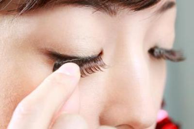 4. Eye Curler