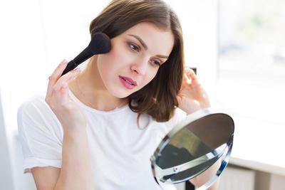 5 Rekomendasi Merek Kosmetik di Bawah Rp200 Ribu untuk Pemula