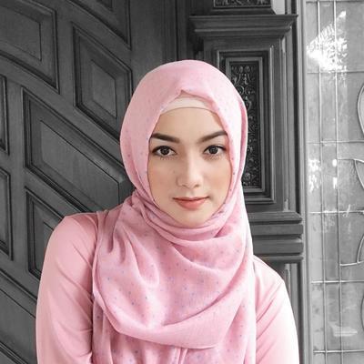 Tampilan Citra Kirana dengan Hijab, Makin Cantik dan Bersahaja