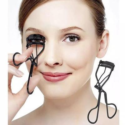 Biar Makeup Enggak Berantakan, Ini Tips Memakai Penjepit Bulu Mata untuk Pemula