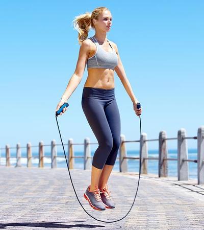 Melakukan Olahraga Skipping