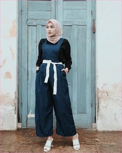 Terlihat Elegan dan Manis! Baju Muslim Warna Navy Blue Ini Cocok Banget buat Jadi OOTD Kamu, Ladies