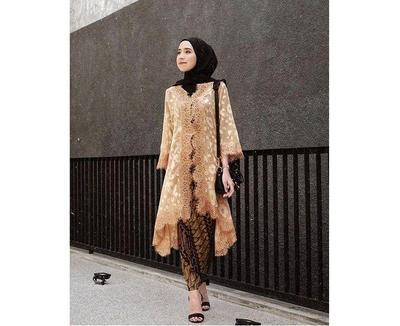 5 Inspirasi Model Kebaya Tunik Ala Amelia Elle Yang Anggun
