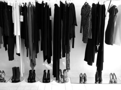 [FORUM] Wah, jadi ini alesan kenapa menggunakan baju hitam terlihat lebih kurus!