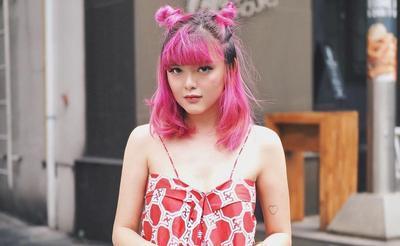 3. Warna Rambut yang Berani ala Sonia Eryka