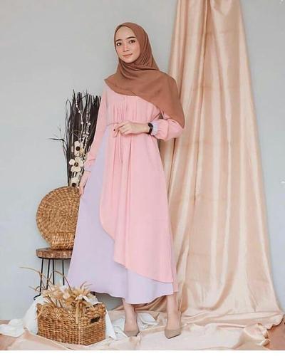 Anggun nan Elegan! Deretan Baju Muslim Warna Peach Ini Pas Banget Buat Kondangan