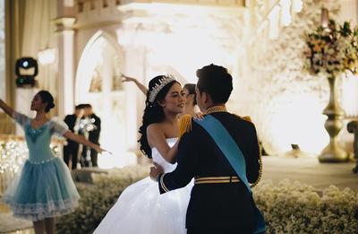 5 Pernikahan Idaman yang Enggak Biasa, Cuma Pakai Celana Jeans - Konsep Cinderella